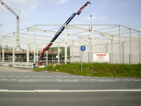 Neubau Ersatzteillager mit Büro und Eingangsfoyer