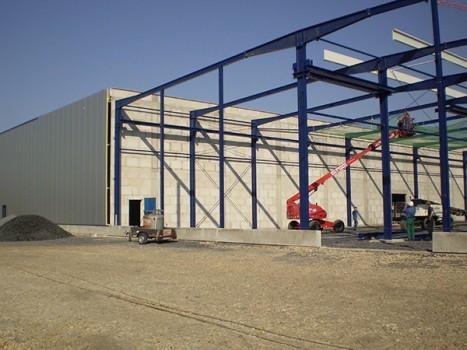 Neubau einer 2-schiffigen Produktionshalle für Spritzguss und Formenbau