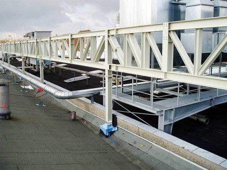 Sanierung von Produktionshallen, Büro- und Sozialgebäuden, Hallendächern etc.